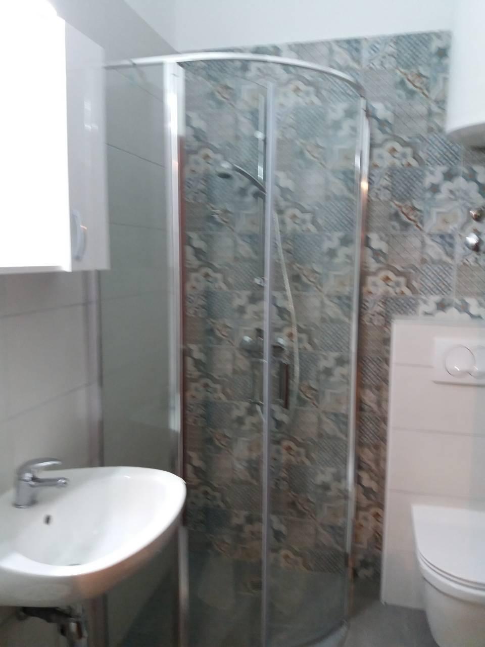 g-bathroom